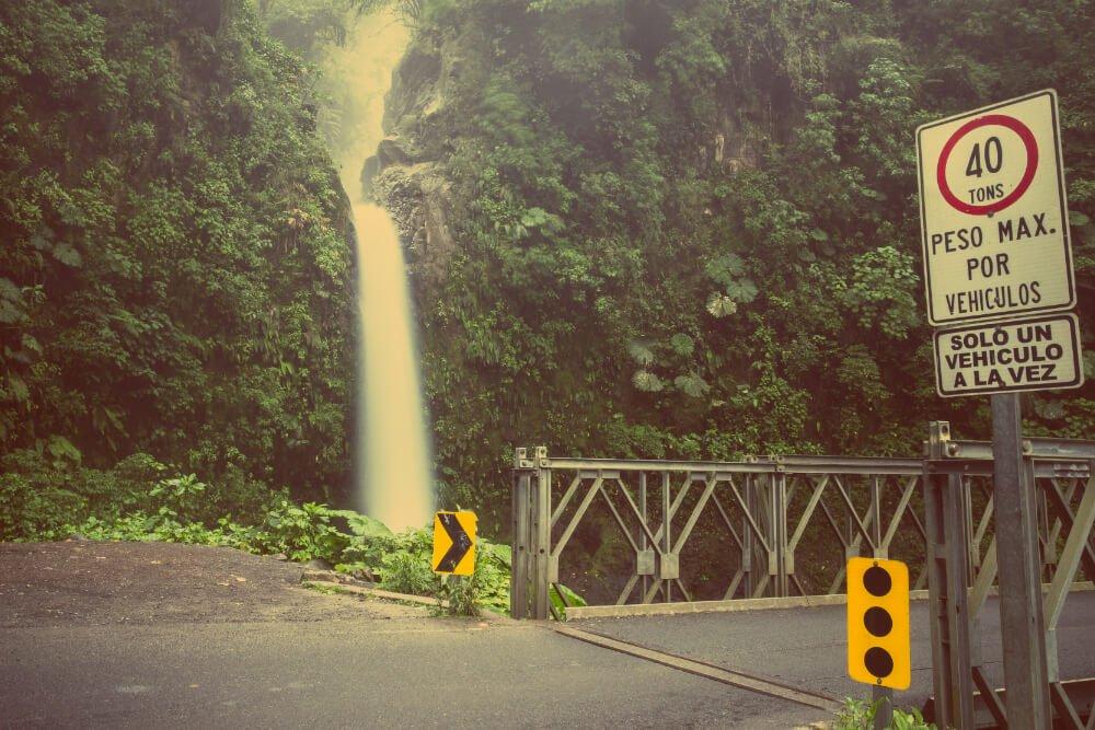 driving-in-costa-rica